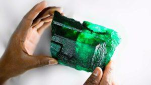 Edelstein mit über 5000 Karat: Kiloschwerer Smaragd in Sambia entdeckt