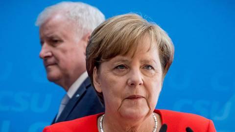 Merkels Rückzug befeuert Debatte über Seehofer