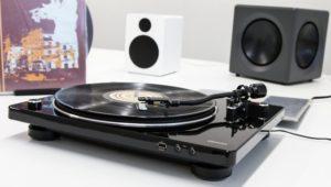 Plattenspieler mit USB-Aufnahme: Denon DP-450USB hebt Vinyl-Schätze