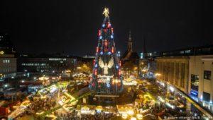 Dortmunds XXL-Weihnachtsbaum erleuchtet