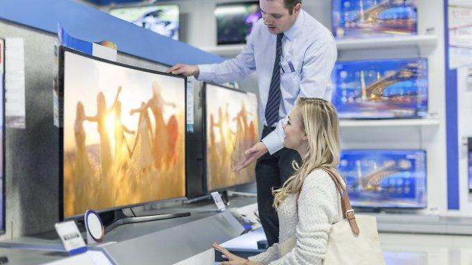 """Vorsicht vor alten """"Schnäppchen"""": Was muss ein neuer Fernseher können?"""