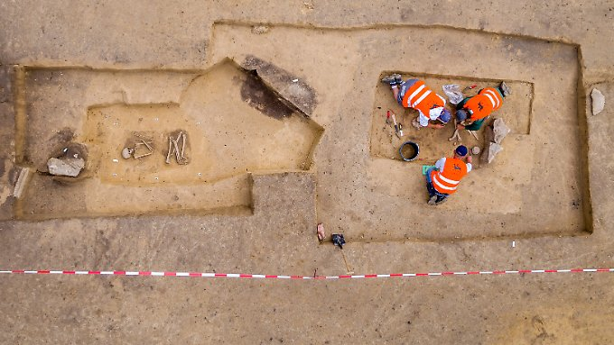 """""""Sieht aus, als ob sie küssen"""": 5000 Jahre altes Steinzeit-Grab entdeckt"""