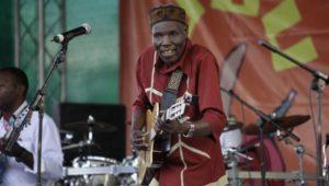 Chronist und Kritiker: Simbabwes legendärer Musiker «Tuku» ist tot