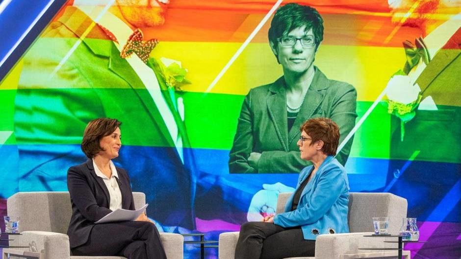 Maischberger gnadenlos bei Ehe für alle: So hakt sie bei Kramp-Karrenbauer nach