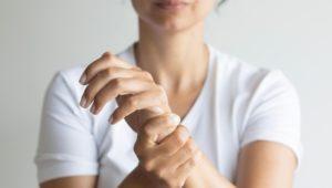 Rheuma: Symptome der Krankheit frühzeitig zu erkennen