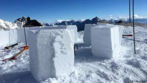 Iglu selber bauen auf der Zugspitze