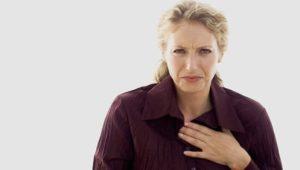 Reflux: Was hilft gegen Sodbrennen – Symptome und Ursachen bei Aufstoßen