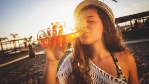 Alkoholkonsum: Macht Alkohol bei Hitze schneller blau?