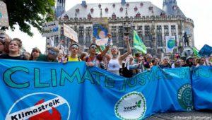 """Klimaschutz-Demo: """"Die Erde ist so kaputt wie mein Plakat"""""""