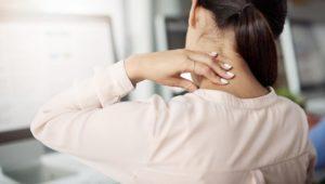Plötzliche Nackenblockade: Was hilft?