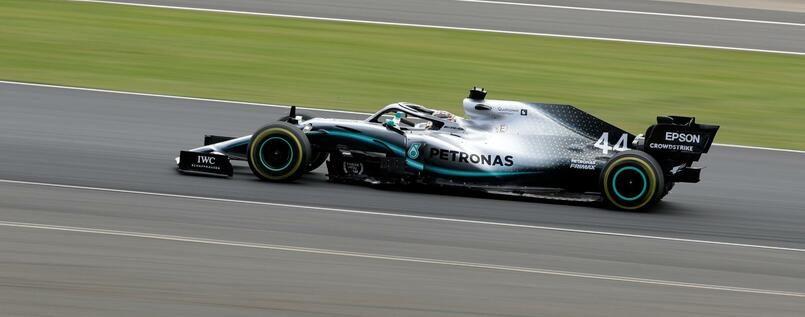 Hamilton gewinnt sein Heimrennen