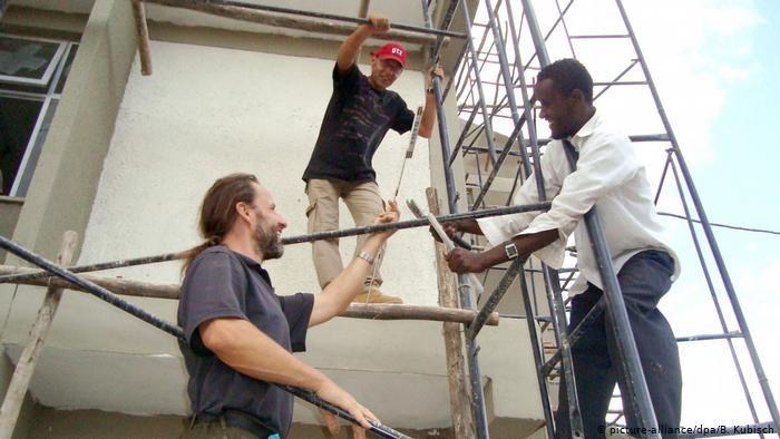 """Entwicklungshelfer: 50 Jahre """"Beitrag zum Fortschritt"""""""